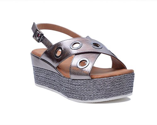 Metallic wedge