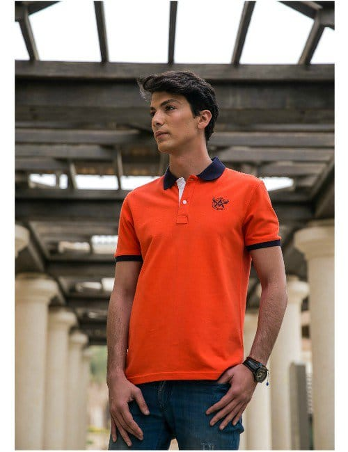 Orange Polo-Shirt.