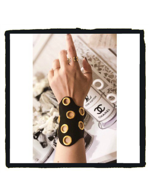 REAL LEATHER CUFF WITH STUDS